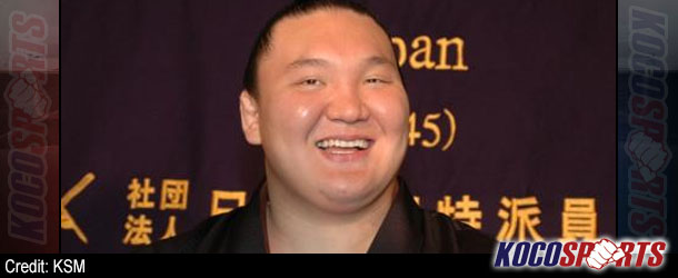 Hakuho moves ahead of rivals on Day 9 of the JSA's Nagoya Basho