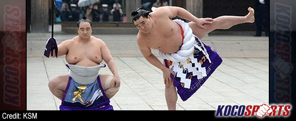 Sumo grand champs, Hakuho and Harumafuji flex muscles in New Year offering to Shinto gods