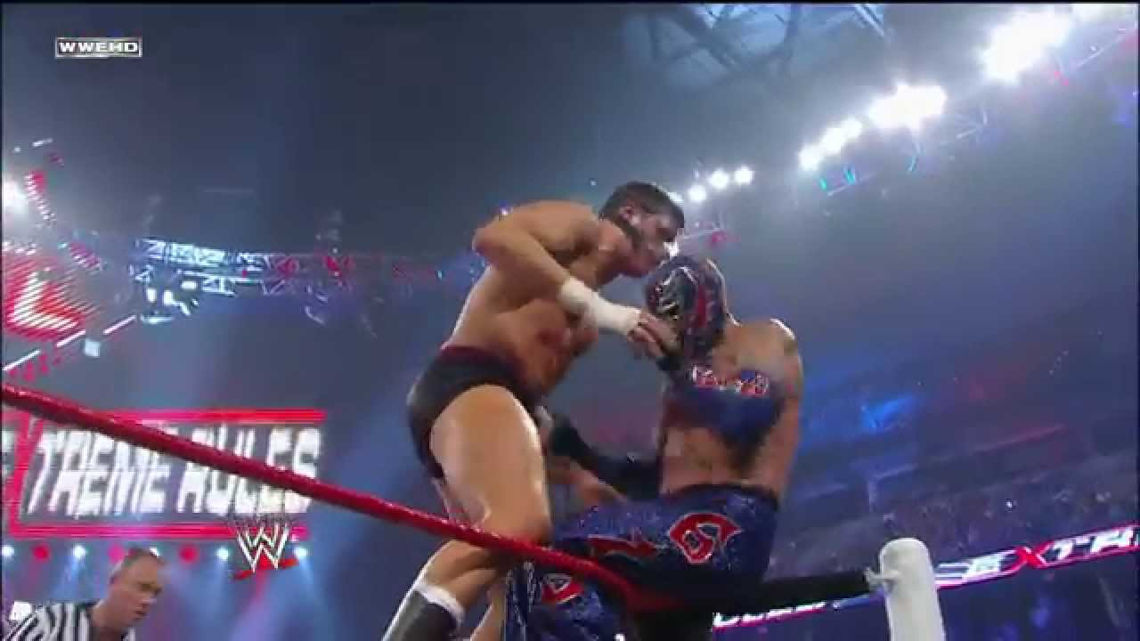Rey Mysterio flies high: Extreme Rules 2011