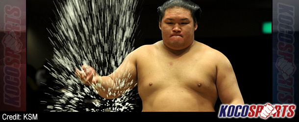 Hakuho sent to 1st defeat by Gōeidō; title race open at summer Sumo