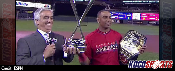 Yoenis Céspedes displays replica WWE Title after second Home Run Derby win