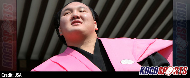 Hakuho & Harumafuji reign supreme on the 2nd day of the Japan Sumo Association's Haru Basho