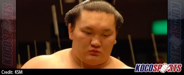 Hakuho blows his chance to take the sole lead at Natsu Basho with shock defeat
